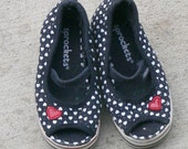 girls size 6 heart canvas shoes