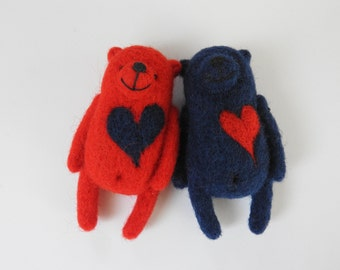 Needle Felted Double Bears brooches in red and dark blue, Animal miniatures, eco friendly jewelry, gift for couple, animal toy, in gift box
