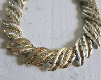 Coro necklace with leaves