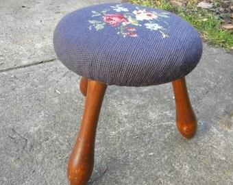 nice petite vintage antique 1940s or so rock solid MAPLE wood 3 legged roses needlepoint FOOTSTOOL STEP stool