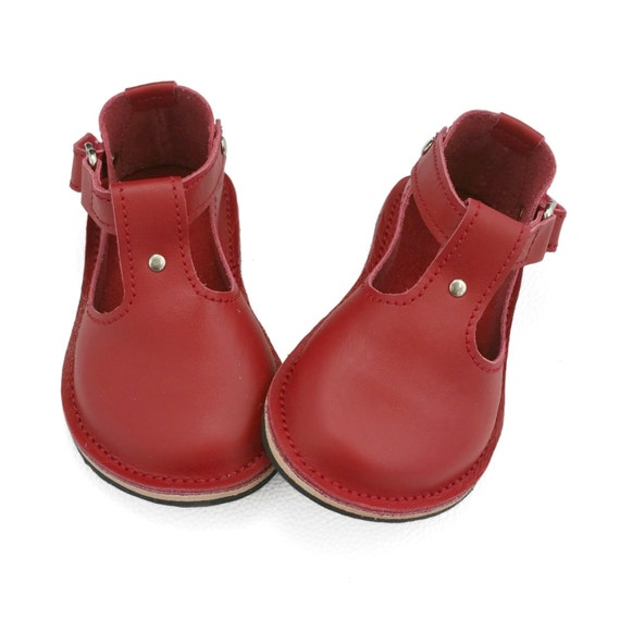 T-Bar shoes are a great choice for girl's on the go that need a smart shoe. Timeless in their style, girl's t-bar shoes are perfect if you're looking for a formal shoe that looks smart but stylish.