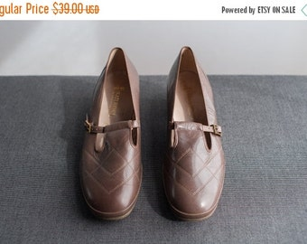 ON SALE Vintage Deadstock Taupe Leather Buckled Low Heel Mary Jane Shoes Size 9