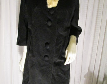 1960's Ladies Black Dolman Sleeve COAT With White Rabbit Fur Collar  by Wilshire Bullocks/COLLEGIENNC