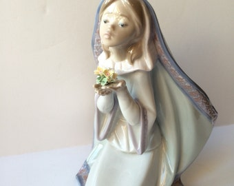 Vintage Lladro 5792 Reverent Moment Retired Rare and Signed Lladro Recogimiento Artist Salvador Debon Made in Spain Original Box Included