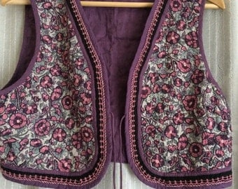 Vintage Indian Cotton Flower Print Embroidered Quilted Vest Kantha Waistcoat