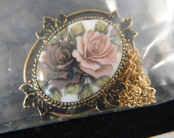 Vintage Sarah Coventry Painted Rose Flower Necklace / 1970s Goldtone Pendant Necklace in the Original Box New Old Stock Vintage Jewelry