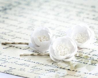 715_White silk flowers, Wedding hair pins, Flower hair pins, Bridal hair accessories, White accessories, Floral barrettes, Handmade hair pin