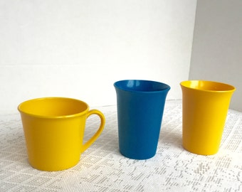 Vintage Tupperware Tumblers Plus Handled Cup Yellow and Blue