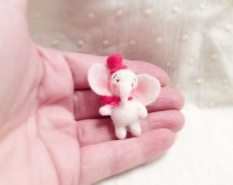 Needle felted Elephant - Miniature Elephant- Wool Toys-Soft Sculpture- Felted Miniatures-dollhouses miniatures-Needle Felting-Felt Animals