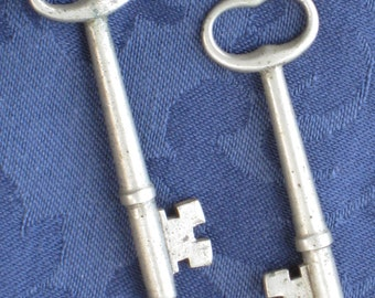 Pair of Antique White Metal Skeleton Keys - Vintage Findings  - Art, Crafting Supplies, Home Decor