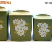 ON SALE Vintage Plastic Canister Set of 4 Avocado Green With Daisies Kitchen Counter Top Canisters Shabby Chic, Cottage Chic, Mid Century Mo