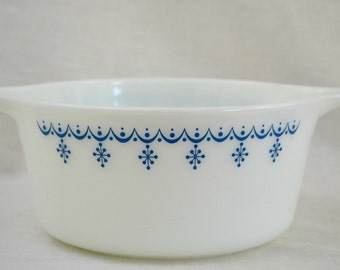 Pyrex Snowflake Blue 474 1 1/2 qt Casserole Dish with Scallops & Snowflakes