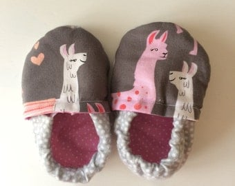 Llama baby booties. Crib shoes. 0-12 months.