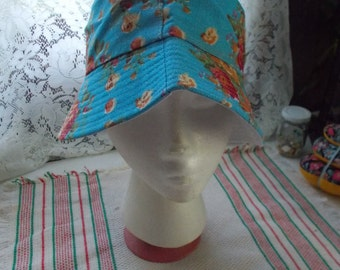 Very Nice Bucket Hat-EXCELLENT Condition-Blue Roses