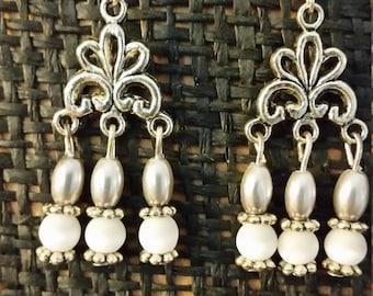 Pretty White Cat's Eye Bead Earrings