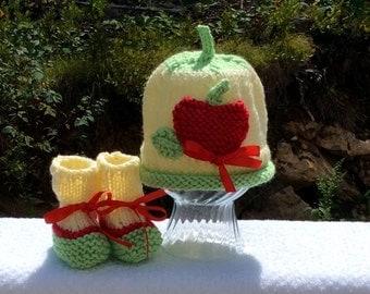 Big Apple New Baby Hat and Bootie Set