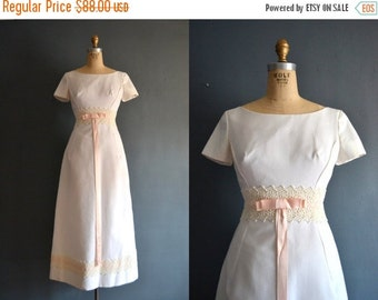 SALE - SALE 60s wedding dress / 1960s wedding dress / Bebe