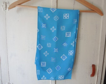 vintage 1970s scarf geometric blues  8 x 54 inches