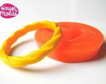 Twisted Thin Bracelet  Silicone Mold,mold for resin bracelet inner diameter 6,5 cm 1,1 cm tall