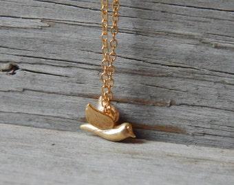 Tiny bird necklace, Little dove necklace, Dainty gold necklace, Dainty necklace, Everyday jewelry