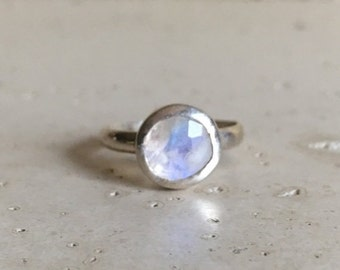 SALE Round Moonstone Ring- Stack Ring- Rainbow Moonstone Ring- Silver Moonstone Ring- Stone Ring- Gemstone Ring- Round Ring- Bezel