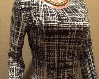 Bkack and White sheath stretch knit dress