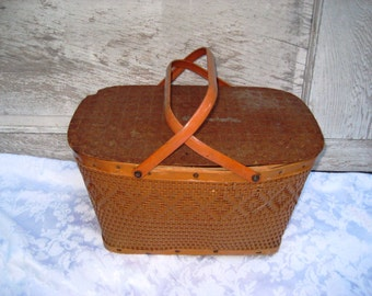 Mid century picnic basket, woven wood large picnic basket, 50s 60s