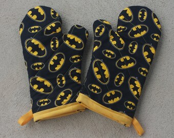 Batman Oven Mitts - Comic Book Kitchen - Batman Kitchen - Comic Book Decor - Batman Decor - Batman Decoration - Comic Book Decoration