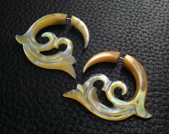 Fake Gauge Earring Tribal Leaves Natural Yellow MOP Shell - Fake Ear Piercing (BLD-EFGS002)