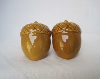 Vintage Acorn Salt and Pepper Shakers 2 nuts salt & pepper shakers