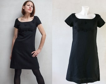 Vintage 60s  little black dress  / flower applique  black wiggle  wool  mini  dress / Twiggy style dress/  38 sz S/M