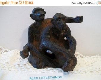SHOP4FUN Antique Cast Iron Hubely Monkeys