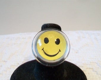 Yellow Happy Face Bubble Ring Size 6 Smiling Dome Costume Jewelry Groovy Hippie