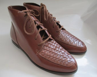 Vintage Brown Lace Up Leather Oxford Shoes / Cross Stitch Ankle Boots / Vintage Brown Leather Lace Up Shoes Small