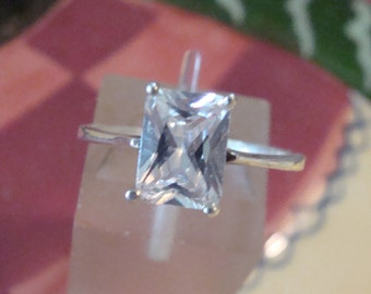 Charming Sterling Princess cut CZ Solitaire Ring Size 7