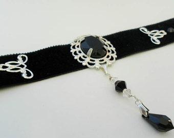 Gothic BLACK VELVET choker with black glass cabochon and SWAROVSKI crystal - goth - victorian - burlesque - lolita