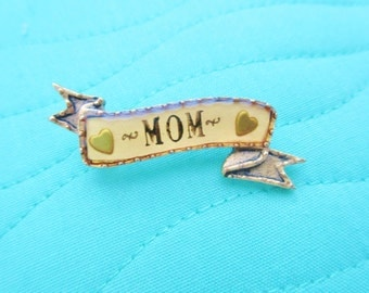 "Maximal Art by John Wind -  Tiny ""MOM"" Banner Pin"