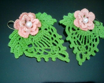 Irish Crochet Lace Earrings in apricot with pearl