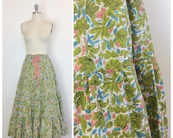 SUMMER SALE /// 40s Floral Print Cotton Tiered Skirt / 1940s Vintage Full Skirt / Large - XL
