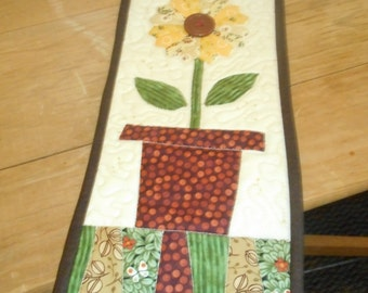 Small Quilt..Small Quilted Wall Hanging..Appliqued quilt..Flower Quilt