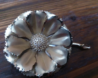 Vintage 1960s large flower brooch