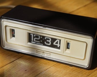 General Electric Lighted Dial Flip Alarm Clock