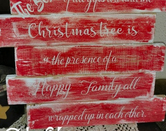 Pallet style Family Christmas sign