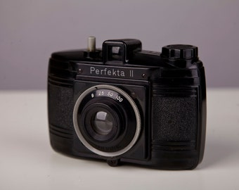 Vintage Camera Perfekta 2 120mm roll film for 6x6cm Camera. 1950s. Not working.