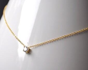 Zirconium necklace with gold metal