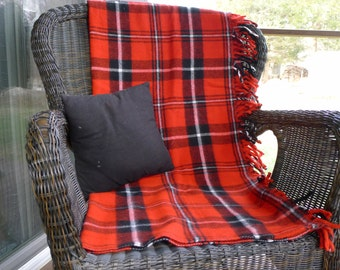 Plaid stadium blanket : Faribo red, black and white
