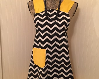 Black and White Chevron Cooks Cover up Full Apron with pocket