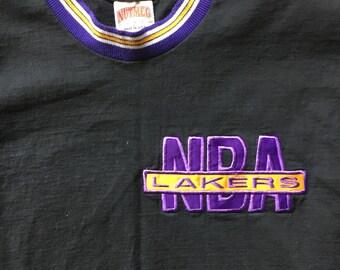 Vintage LA Lakers NBA Nutmeg Mills Front Chest Logo Los Angeles Lakers Shirt T-shirt Tee Size Large
