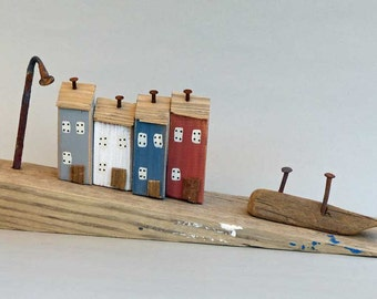 Driftwood Slope with 4 Little Painted Houses #392