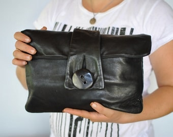 Vintage LEATHER CLUTCH ....(305)